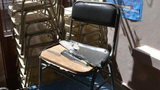 Condenaron a 12 años de cárcel a unos padres que encadenaban a su hijo a una silla