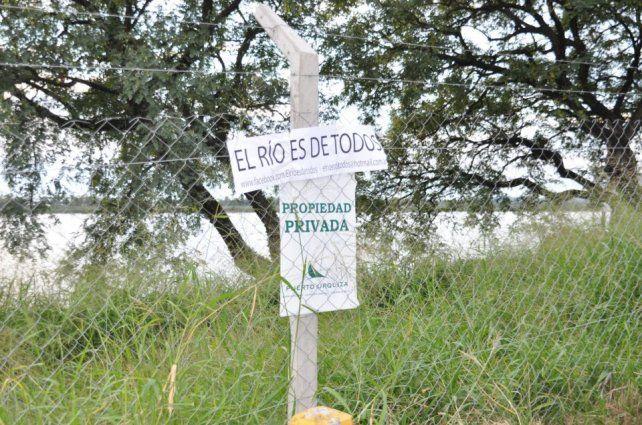El alambrado que cerró el paso al río Paraná frente a la Portland.