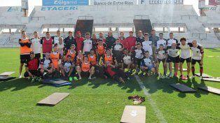 Después del final de la práctica los jugadores del Rojinegro se mostraron todos juntos.