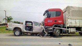 Pericias. Se espera conocer la causa del despiste de la camioneta que chocó con el camión estacionado.