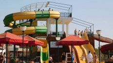 A puro sol. En Colón y otras ciudades, turistas disfrutaron las termas y los parques acuáticos.