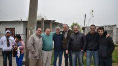 Recorrida. Benedetti recorrió las calles de Bajada Grande, en el marco del mano a mano con vecinos.