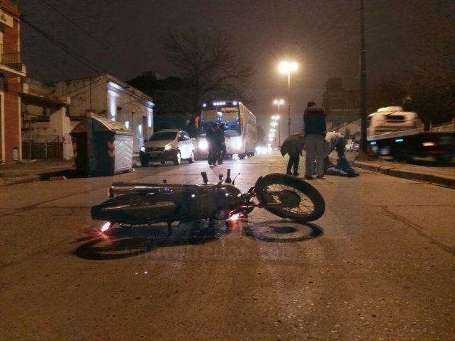 El accidente de la noche en avenida Ramírez que fue cortada durante un buen rato. Foto UNO.