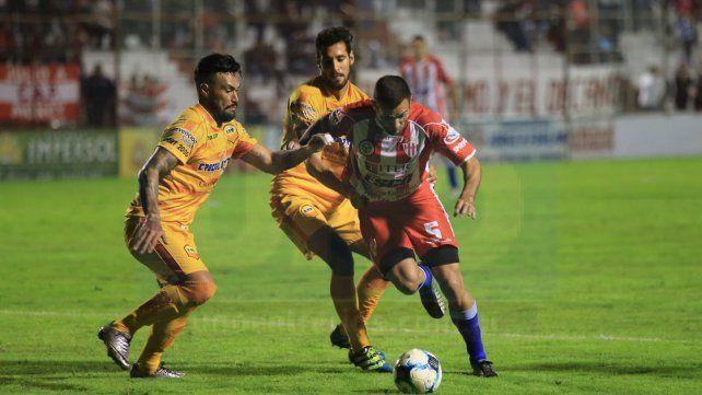 Atlético Paraná volvería a enfrentar a Crucero del Norte en el Torneo Federal A. Los dos descendieron de la B Nacional.