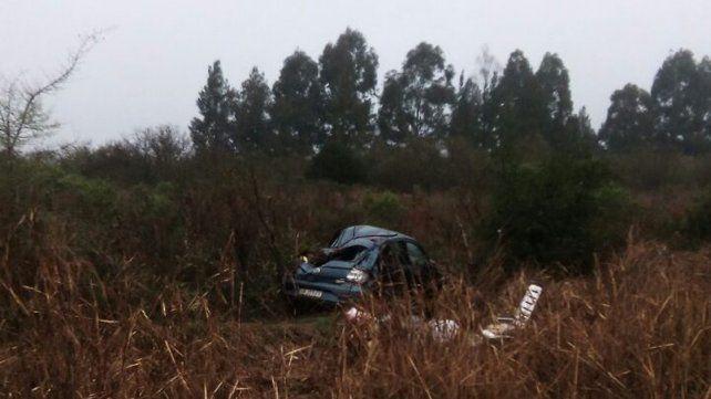 Descuido: Por tomar mate un conductor perdió el control del vehículo y despistó