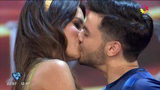 ¡Agustín de Márama le comió la boca en vivo a su novia! ¿Tan malo es besando?