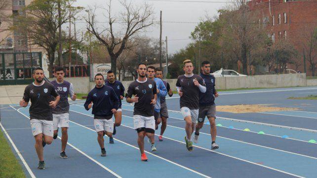 Los jugadores del equipo de Concepción del Uruguay estuvieron al trote en la primera jornada.