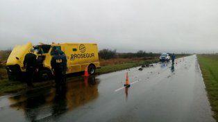 Un camión blindado de Prosegur terminó en la banquina por un desperfecto mecánico
