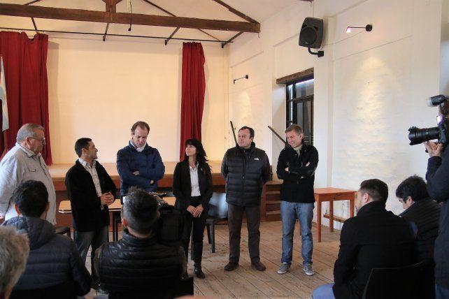 El gobernador junto a los candidatos de la Lista 2 en Caseros