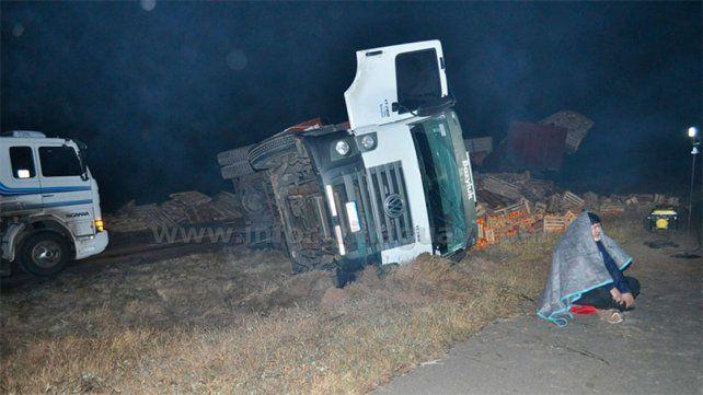 Volcó un camión cargado de citrus en la ruta nacional 18