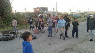 Vecinos cortaron avenida Zanni para pedir la liberación de un muchacho que defendió la zona a los tiros.