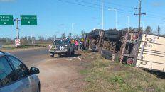 Solo daños. El camionero perdió el control del pesado rodado en Chajarí.