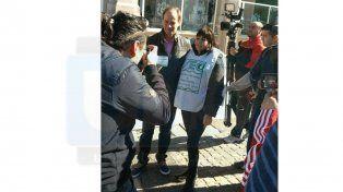 Tras la amenaza de despidos en Carrefour, trabajadores salieron a las calles de Paraná