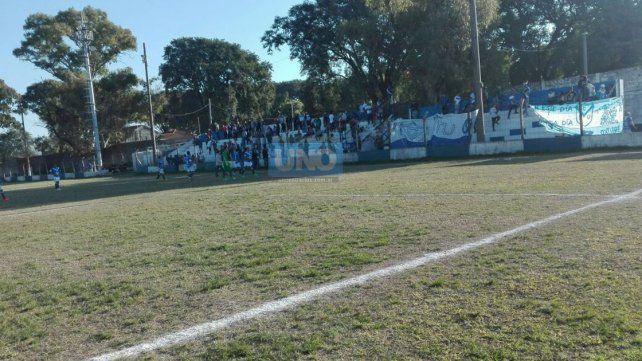 Sportivo Urquiza-San Benito: El partido fue demorado por una balacera fuera de la cancha