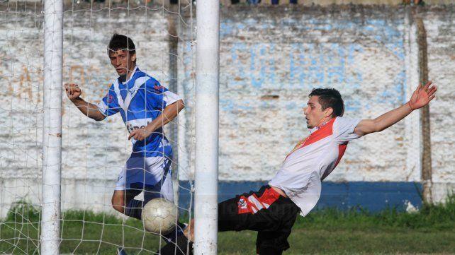 Kevin Garay marcando el cuarto gol de Sportivo UrquizaFotoUNOJuan Ignacio Pereira
