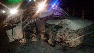 Una mujer murió y su hija adolescente está grave tras chocar un auto contra un puente
