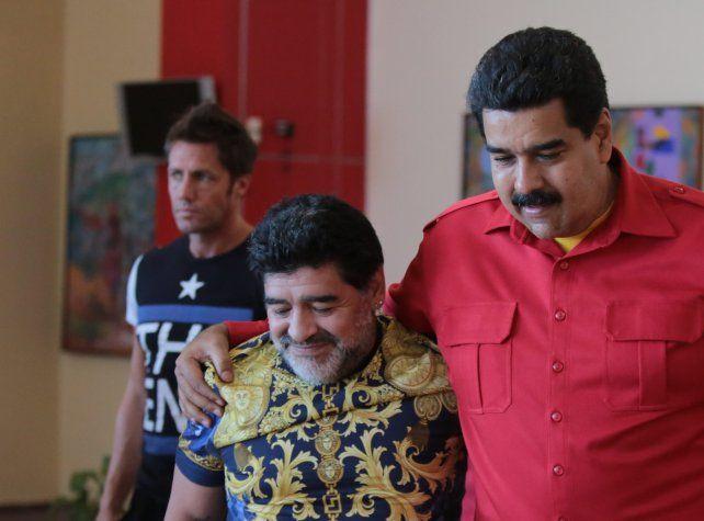 Maradona le envió un mensaje a Maduro ofreciéndose como soldado