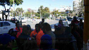 Tarjeteros se manifestaron en reclamo de definiciones sobre el sistema de estacionamiento medido