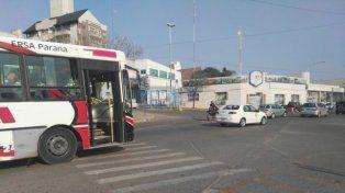 Por la tarde se puede estacionar en el carril derecho de avenida Almafuerte