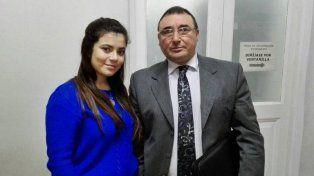 Paula y su abogado en los Tribunales de Concordia.