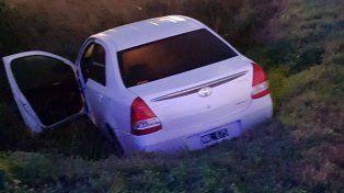 Un auto se cayó a una cuneta en el Acceso Norte de Paraná