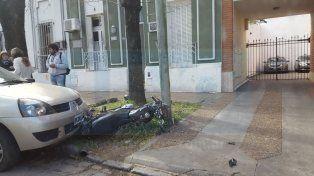 El choque habitual: Un auto colisionó contra una moto en calle Córdoba