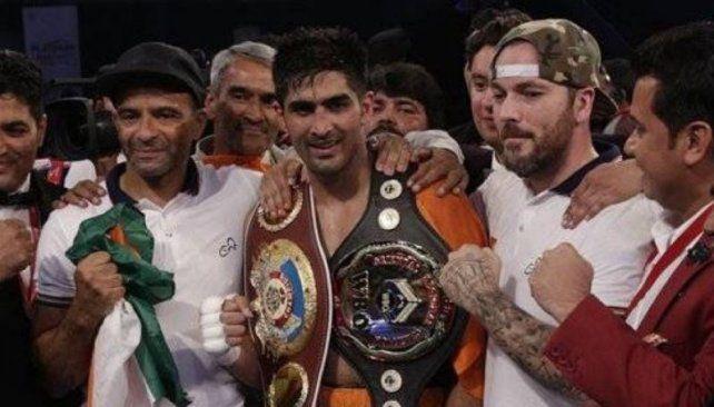 En gesto de Paz, un boxeador indio devolvió el cetro mundial a su rival chino