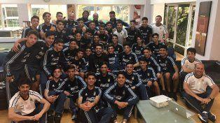 Román visitó la concentración de las selecciones juveniles