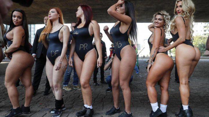 Las candidatas a Miss Bumbum causan revuelo en calles de Brasil