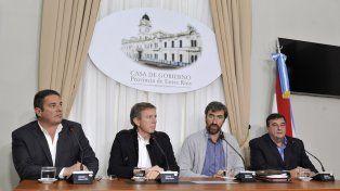 Postura. Cristian Treppo, Juan José Bahillo, Ángel Giano y Mariano Rebord en la conferencia de prensa.