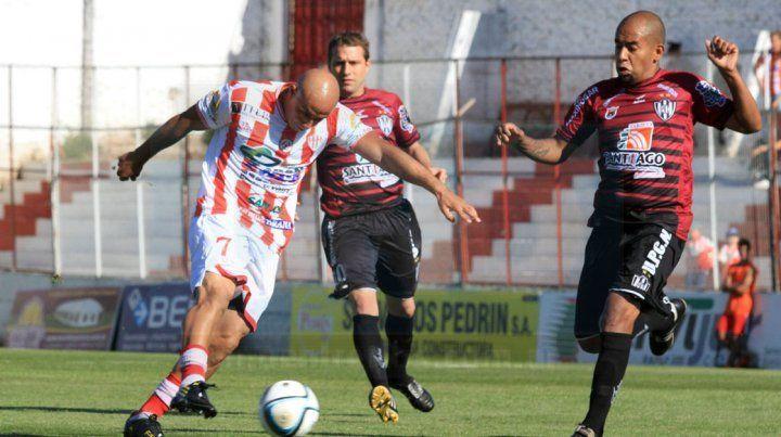 Carabajal visitó el estadio Pedro Mutio con la camiseta de Central Córdoba de Santiago del Estero.