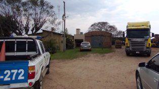 Un hombre murió aplastado por el acoplado de su camión