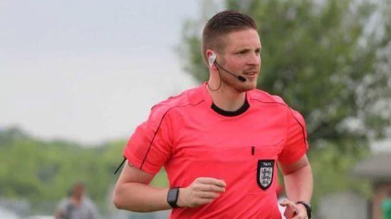 Ryan Atkin, el primer árbitro homosexual del fútbol inglés