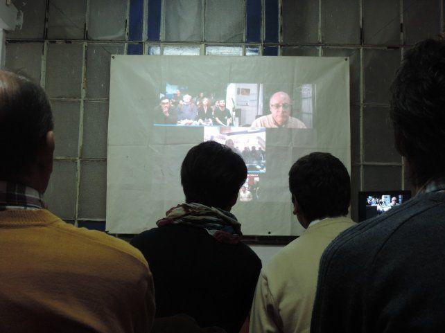 En Paraná siguiendo la teleconferencia.