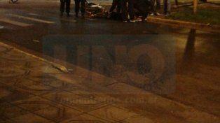 Espectacular accidente protagonizaron un auto y una moto
