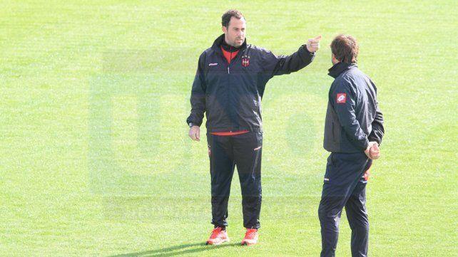 El entrenador Santo utilizará frente a Newells el equipo que podría debutar en la Superliga.
