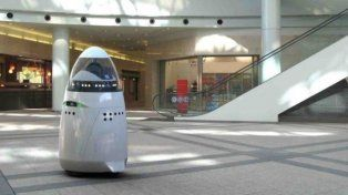 Un robot trabajó una semana y se suicidó arrojándose a la fuente de un shopping