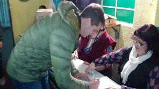 El intendente de Concordia, Enrique Cresto, votó temprano en la escuela N° 57