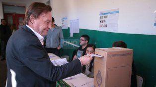 El intendente de Paraná votó a las 10.52 en la escuela República de Chile