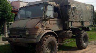 Operativo especial. El Ejército llevó las autoridades en medio de caminos con barro.