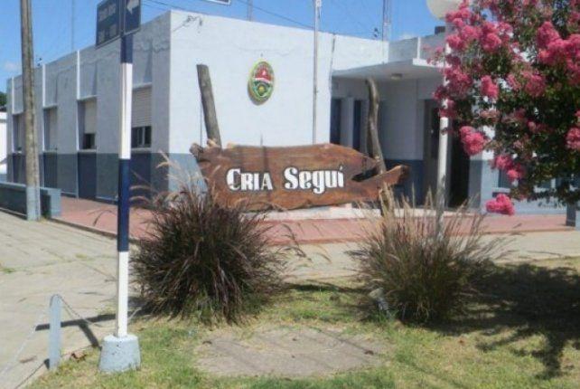Violento asalto. Policías de Seguí y de la Dirección de Investigaciones tratan de aclarar el hecho.