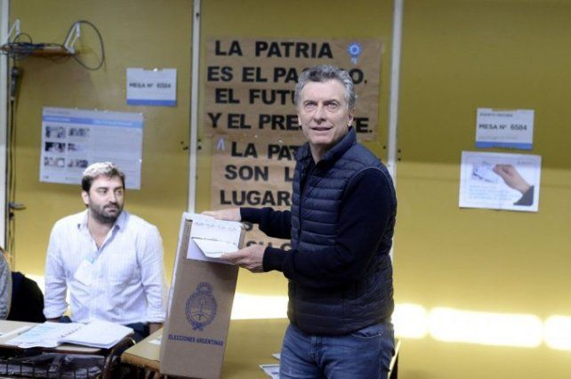 Macri llegó tarde a votar y casi rompe la veda: ¿qué llevó a la mesa?