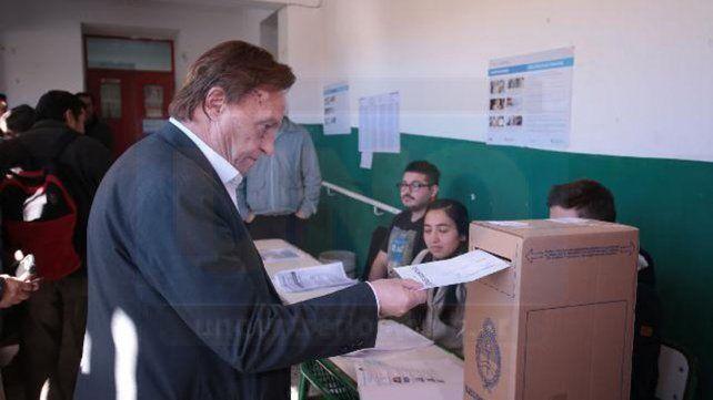 El intendente emitió su voto a pocos minutos de las 11 de la mañana