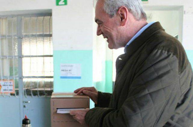 Benedetti votó en Larroque.