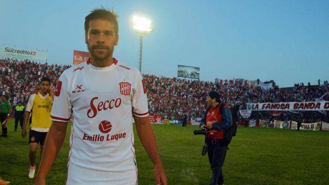 Luciano González con la camiseta de San Martín de Tucumán
