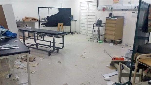Un nombre murió en la guardia de un hospital y sus familiares destrozaron todo