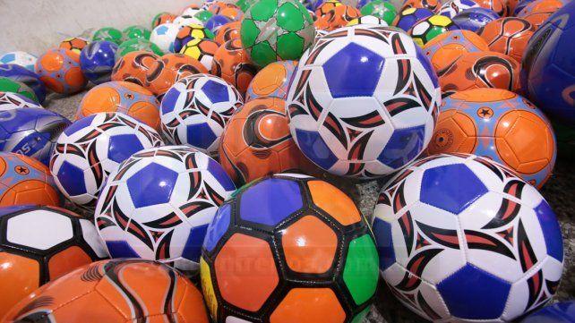 Las pelotas que fueron entregada a los jugadores de promocionales