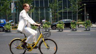 El proyecto Smog Free Bicycle utiliza la bicicleta existente, pero la actualiza. (Foto: Instagram @roosegaarde)