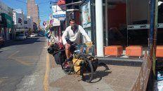 A pedal. Ni bien arribó a la ciudad, Pablo García visitó la Redacción de Diario UNO.