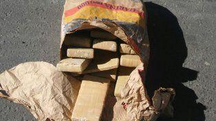 20 paquetes. En el procedimiento se incautó la droga que era llevada en un auto.